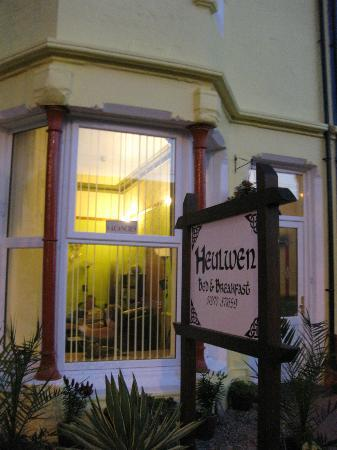 Heulwen Bed and Breakfast: Heulwen Guest House with free parking