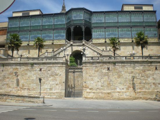 Museo Casa Lis de Art Nouveau y Deco: Vista desde el Paseo del Rector Esperabé