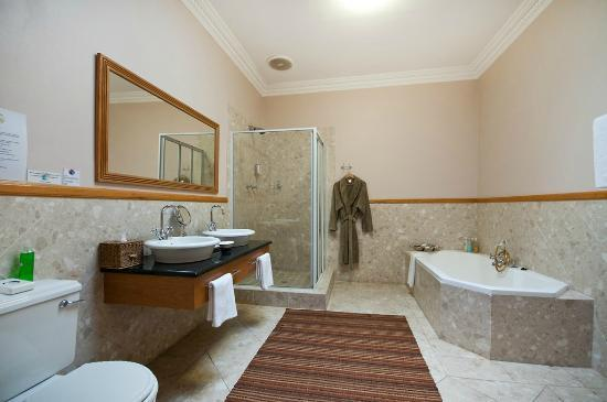 Cape Flame Guest House: Bathroom
