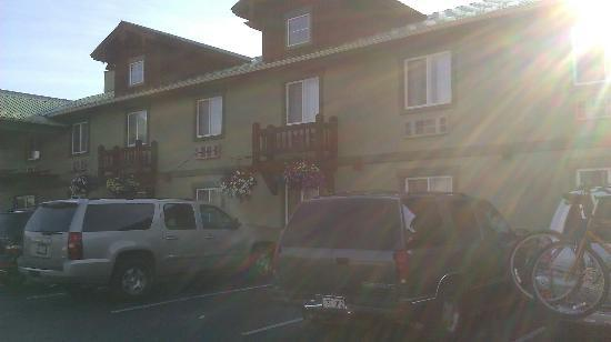 The Dillon Inn : A view of the rooms from the outside. July 2012