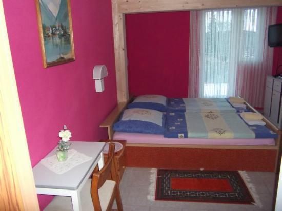 Pension Langewiese: Zweibettzimmer Nr 6-Dusche/WC-Süd Seite