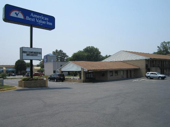 Americas Best Value Inn - Fredericksburg North: Exterior