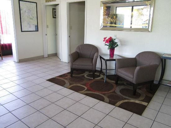 Americas Best Value Inn - Fredericksburg North: Lobby