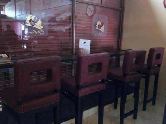 Cafe Barrista : High table