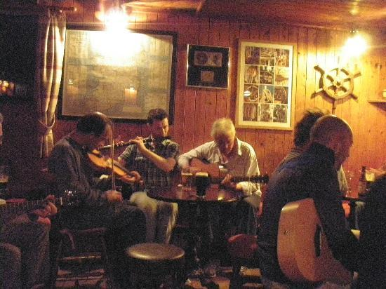 Traditional music - Murray's Pub at Doonmore Hotel