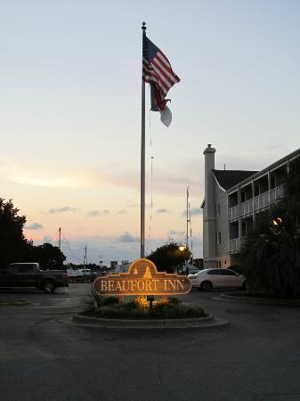 Beaufort Inn: Outside the inn