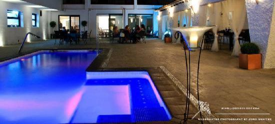 Hotel Salome: zwembad bij avond