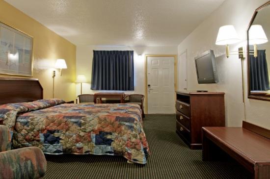 Americas Best Value Inn: Queen Standard