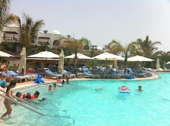 Princesa Yaiza Suite Hotel Resort: by the pool on another glorious day.