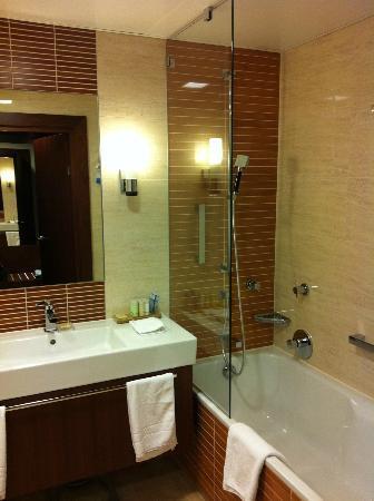 Radisson Blu Hotel Gdansk: The Bathroom