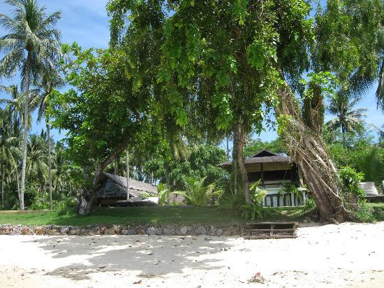 Koyao Island Resort: View of villas in grounds
