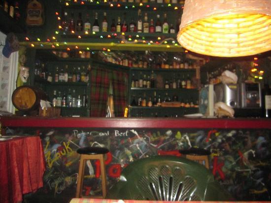 Papa Zouk: Bar