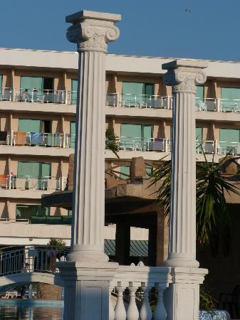 DIT Evrika Beach Club Hotel: hotel
