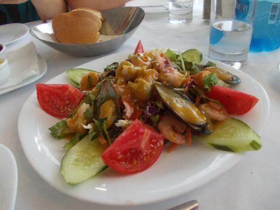 Paraportiani Taverna : Insalata greca con frutti di mare