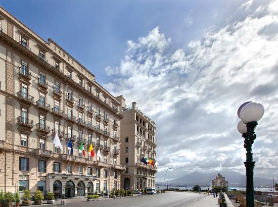 Grand Hotel Santa Lucia: Facciata
