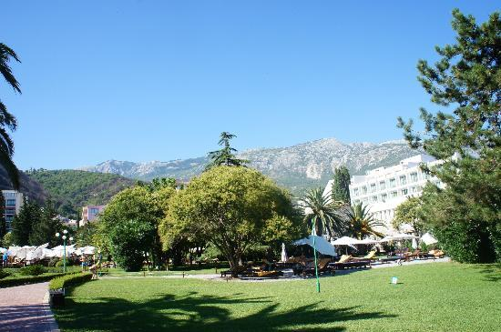 IBEROSTAR Bellevue: Hotel and garden