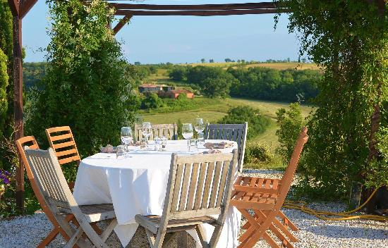 Le Moulin Pastelier: Outdoor dining