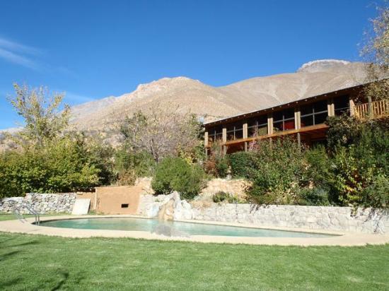 Casona distante: Pool and Lodge