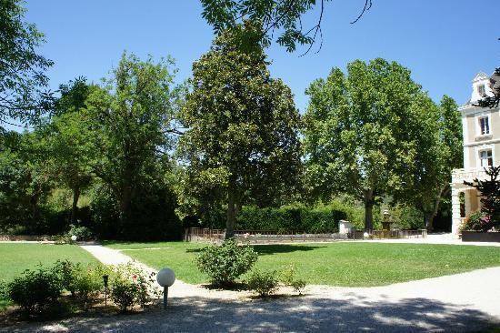 Club Domaine de Château Laval : Le parc devant le château