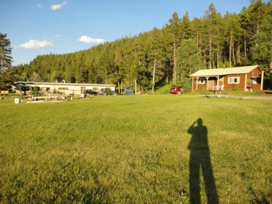 Bison Creek Ranch: A sinistra la struttura del ranch: reception e ristorante