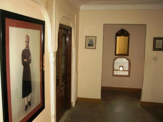 Samode Haveli: Outside room