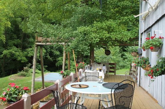 Osceola Mill Restaurant, B&B and Cabins: La terrasse
