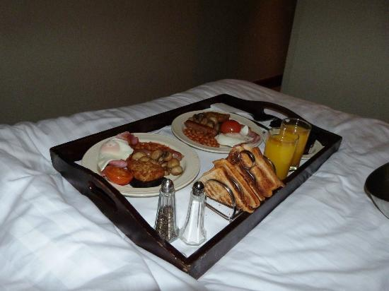Best Western Plus Manchester Airport Wilmslow Pinewood Hotel: Breakfast