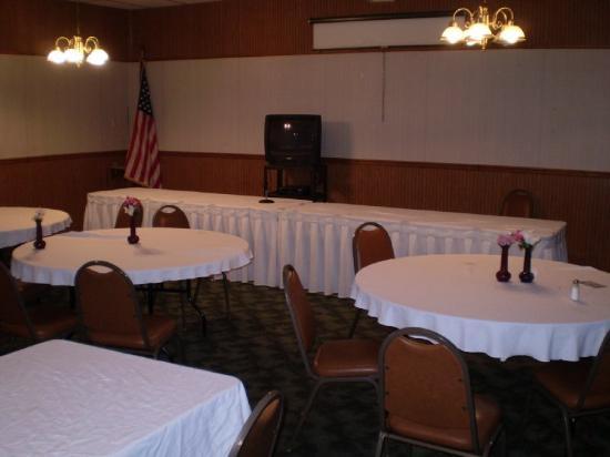 Town & Country Inn: Meeting Room