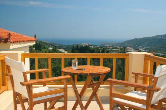 Mainades Maisonettes & Studios : balcony