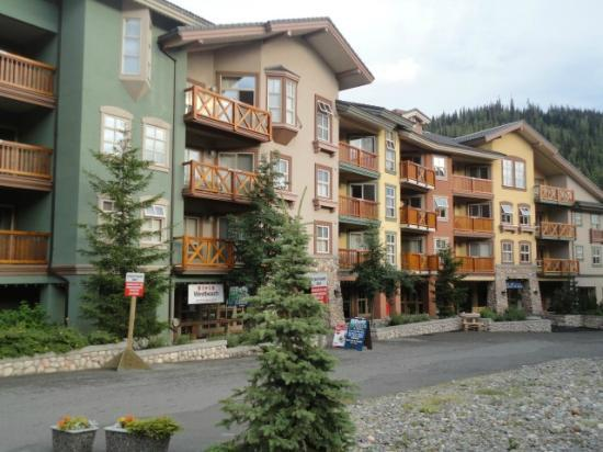 Coast Sundance Lodge: Il villaggio di Sun Peaks