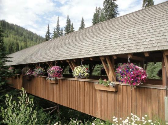 Coast Sundance Lodge: Lucerna? No!!! Un ponte nel villaggio di Sun Peaks