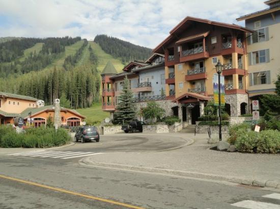 Coast Sundance Lodge: L'entrata del Lodge