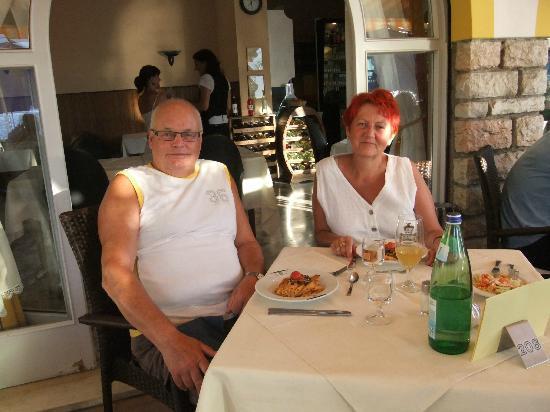 Orione Hotel : Beim Abendesse auf der Terasse, jeder hat seinen festen Tisch