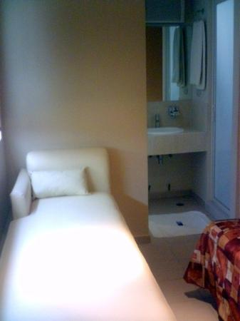 Hotel 402: Guest Room
