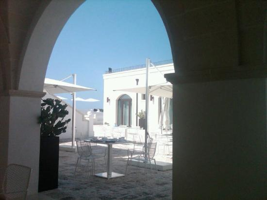 Masseria Bagnara Resort & Spa: The courtyard, used for meals