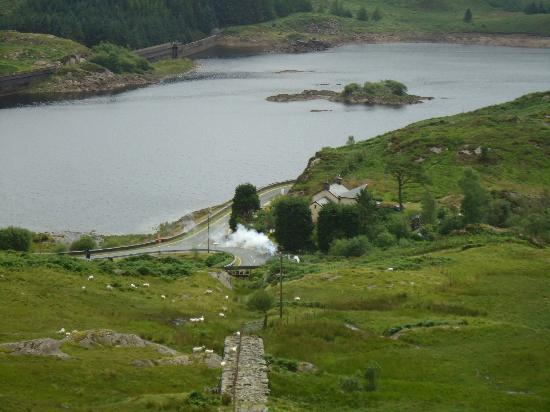 Bryn Elltyd eco Guest House: View from incline (with steam train)
