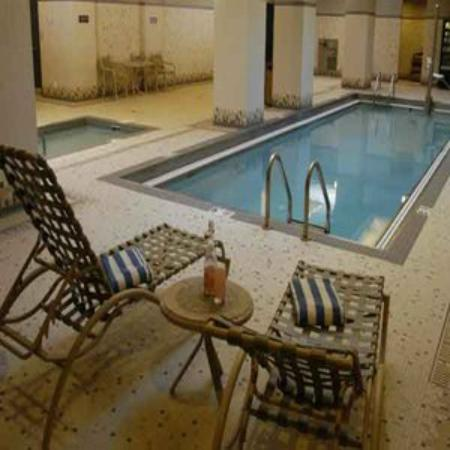 Broadway Residences and Suites : Indoor Swimming pool with Hot and Cold Plunge Pool