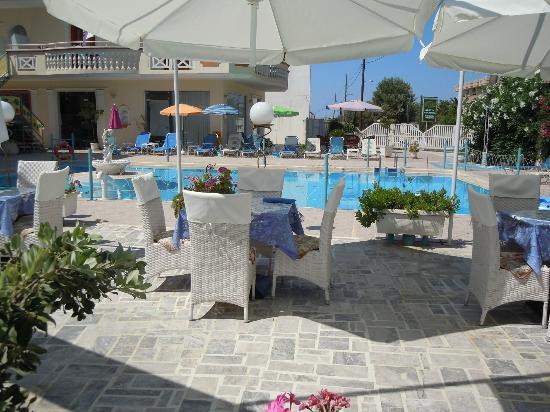 SunCity Hotel Studios: La terraza