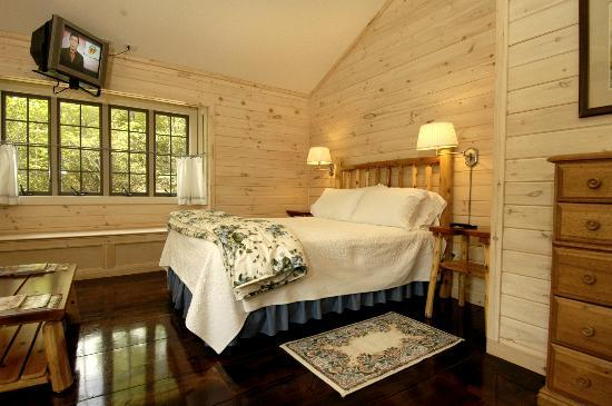 Fernwood Cottage: The Bluebird Suite
