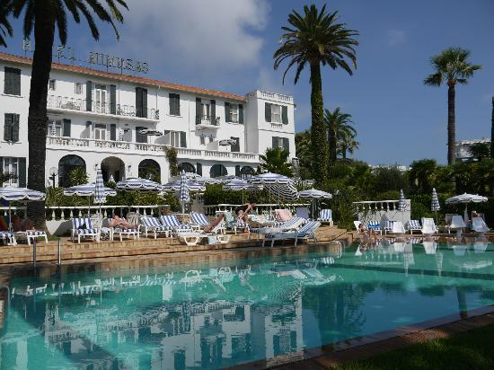 Hotel des Mimosas : Lovely pool and sun loungers