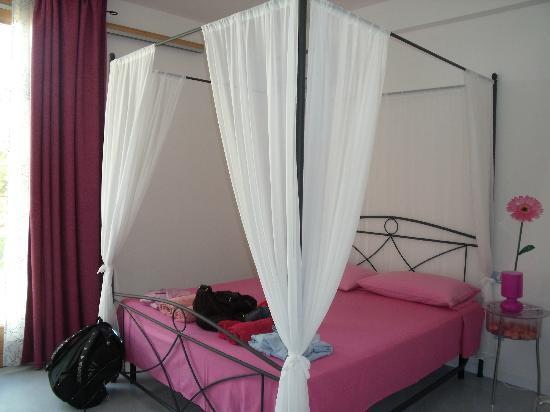 letto con baldacchino - Picture of B&B Yatabui, Marina San ...