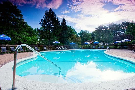 Garland Lodge & Resort: Outdoor Pool