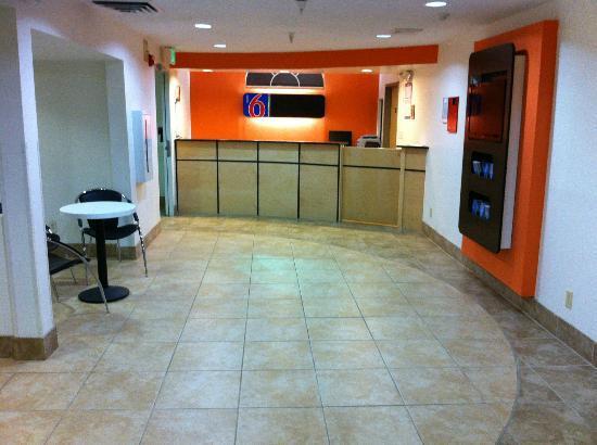 Motel 6 Indianapolis: Lobby