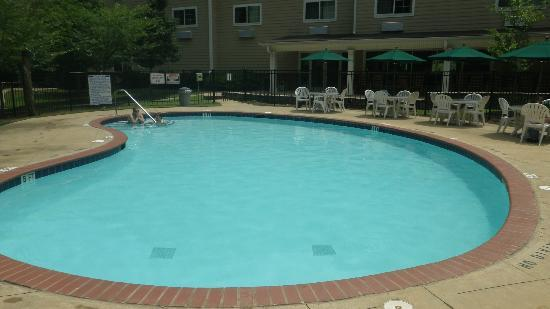 Hawthorn Suites by Wyndham Columbus Fort Benning : Suburban Pool