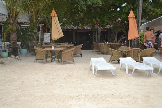 Alona Vida Beach Resort: Beachfront bar and restaurant