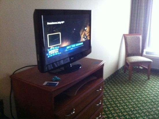 Hampton Inn Youngstown North : Flat screen tv's have a channel guide!