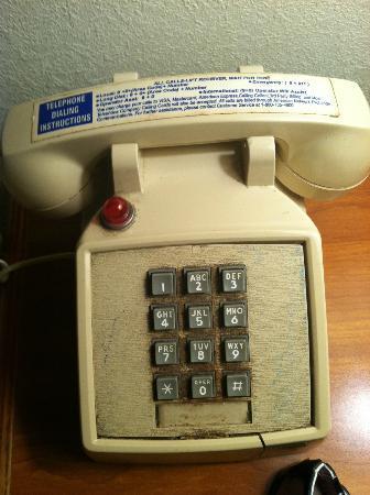 Rodeway Inn: dust caked telephone
