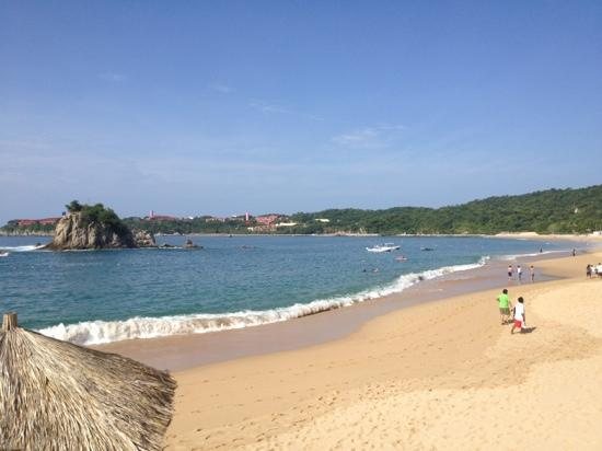 Dreams Huatulco Resort & Spa: Beach at the Dreams