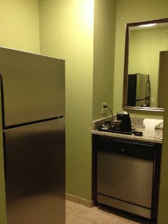 DoubleTree Suites by Hilton Hotel Charlotte - SouthPark: Kitchenette