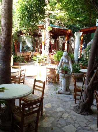 Kiniras Hotel: the patio and dining area